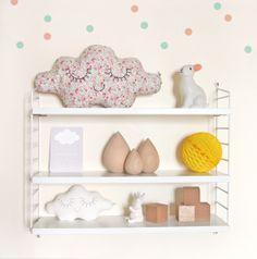 Beautiful little cloud pillow :) String Pocket, Nursery Room, Boy Room, Ideas Habitaciones, Baby Deco, Kids Room Furniture, Cloud Pillow, Big Girl Rooms, Kidsroom