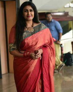 Beautiful Girl Indian, Beautiful Saree, Gorgeous Women, Beautiful Outfits, Indian Beauty Saree, Indian Sarees, Silk Sarees, Saris, Indian Actress Hot Pics