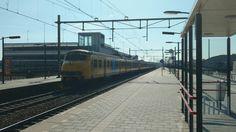 Mat'64 4x Plan V komt door station Elst. De trein maakte een afscheidrit