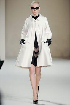 Temperley | AW13 ¡Lo haría con la falda bajo la rodilla y el abrigo también! Pero me encanta lo sesentoso del abrigo!... #ConcursoSingerChile.