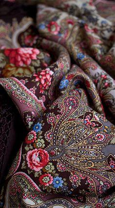 Chale Russe / Europe - Russia/Russian Fashion / Pavlovsky Posad