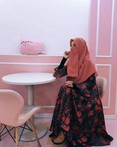 Moslem Fashion, Niqab Fashion, Street Hijab Fashion, Stylish Hijab, Casual Hijab Outfit, Hijab Dress, Hijabi Girl, Girl Hijab, Hijab Bride