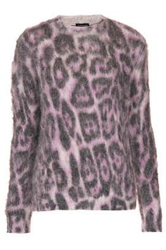 It's such a gentle animal print....perfect for fall.   Love it!
