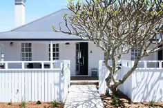 Soul of Gerringong: From tired-looking farmhouse to coastal chic getaway Coastal Farmhouse, Modern Farmhouse, Modern Coastal, Coastal Cottage, Coastal Style, Coastal Living, Coastal Decor, Weatherboard House, Queenslander House