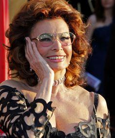 Sophia Loren será madrinha de navio que virá ao Brasil em novembro - http://colunas.revistaepoca.globo.com/brunoastuto/2013/03/21/sophia-loren-sera-madrinha-de-navio-que-vira-ao-brasil-em-novembro/ (Foto: Reprodução)