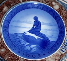 Google Image Result for http://www.westwall.com/images/A090529/China_-_Royal_Copenhagen_-_Christmas_Plate_-_1962.jpg