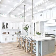 Looking for for pictures for farmhouse kitchen? Browse around this site for perfect farmhouse kitchen inspiration. This specific farmhouse kitchen ideas appears to be totally excellent. Modern Farmhouse Kitchens, Rustic Kitchen, Cool Kitchens, Dream Kitchens, Farmhouse Style, Kitchen Modern, Farmhouse Sinks, White Coastal Kitchen, Eclectic Kitchen