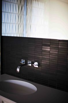 horizontal mosaic bathroom tiles - Eric kuster  - Spain / Private Residence, photo's by Paul Barbera