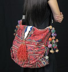 These Hmong Bags are made for everyday fashion. Whatever your style is, there's a bag that will match it. Shoulder, cross-body, carry, wristlets and more. Look Hippie Chic, Hippy Chic, Boho Chic, Boho Gypsy, Bohemian Bag, Fashion Bags, Boho Fashion, Estilo Hippy, Ethnic Bag