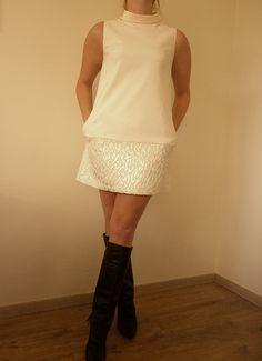 Kobieca sukienka z żakardową listwą. Serdecznie Pozdrawiam!