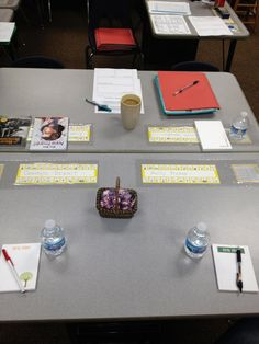 Tips for Setting Up Parent-Teacher Conferences. Like to idea of providing a notepad and book suggestions for families. I like the name plate protectors. Teacher Organization, Teacher Tools, Teacher Hacks, Teacher Resources, Organized Teacher, Organization Ideas, Parent Teacher Communication, Parent Teacher Conferences, Family Communication