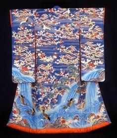 納戸縮緬地飛鶴風景鯉の滝登り文様小袖
