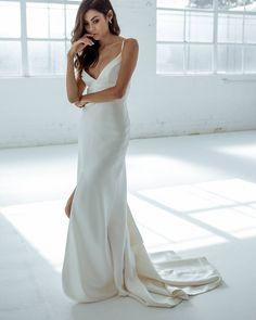 Karen Willis Holmes 'Emelia' wedding gown. Perfect for the modern minimalistic bride.   Follow - @kwhbridal