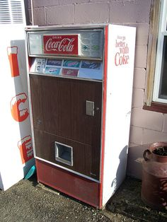 Vintage Coca Cola Machine by The Upstairs Room, via Flickr