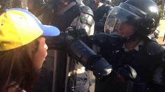 ¡MEMORABLE! Así es como unos GNB rompen en lágrimas tras discurso de estudiante. #PrayForVenezuela #SOSVenezuela