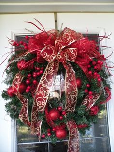 30. Red and Gold #Christmas Wreath - 52 Christmas Wreaths to #Welcome Your Guests ... → DIY #Wreath
