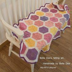 Crochet blanket  #belladea #blanket #crocheting #crochetaddict #crochetlove #crochetblanket  #벨라디아 #손뜨개블랭킷 #손뜨개  #크로쉐 #크로쉐블랭킷 #블랭킷뜨기  #블랭킷#instacrochet #crochetlover #crocheted by belladeafelt