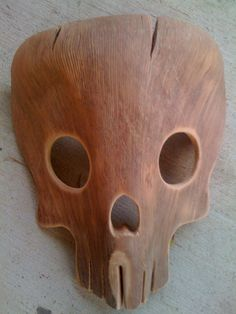 Skull mask made from a palm tree frond. very creative diy #craft