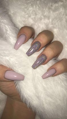 Semi-permanent varnish, false nails, patches: which manicure to choose? - My Nails Cute Nails, Pretty Nails, Hair And Nails, My Nails, Dark Nails, Light Purple Nails, Purple Acrylic Nails, Nails On Fleek, Nagel Blog