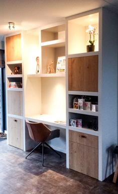 Kastenwand – werkplek in de woonkamer – Creatief op maat wall Home Office Design, Home Office Decor, House Design, Home Decor, Desk Inspiration, Living Room Inspiration, Apartment Desk, Modern Home Offices, Living Room Cabinets