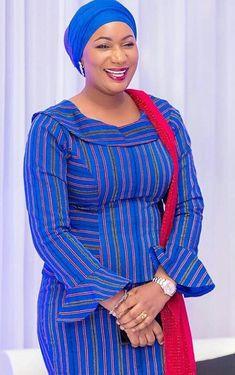 Samira Bawumia wearing a batakari dress African Maxi Dresses, Latest African Fashion Dresses, African Dresses For Women, African Print Fashion, African Attire, African Wear, African Women, Traditional African Clothing, Head Wraps