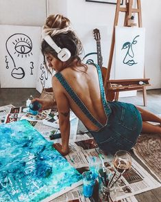 working in studio Art painting paintwork colors denim jeans summer spring sty. Artist Life, Artist At Work, Girl Photography, Creative Photography, Poses Pour Photoshoot, Kreative Portraits, Francis Picabia, Art Hoe Aesthetic, Poses Photo
