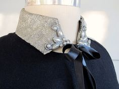 30 Absolutely Fabulous Collars to Make – DIY Fashion Sense Beaded Collar, Collar And Cuff, Star Necklace, Collar Necklace, Fashion Details, Diy Fashion, Golas Peter Pan, Faux Col, Collars