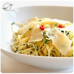 Esta receta de pasta aglio e olio o pasta alioli es super sabrosa y muy fácil de preparar.