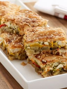 Greek eggplant pita with peppers and Kasseri cheese. Shortcrust Pastry, Greek Dishes, Greek Recipes, Food Inspiration, Food And Drink, Cooking Recipes, Lunch, Stuffed Peppers, Ethnic Recipes