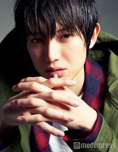 本郷奏多 - Kanata Hongo [Photobook - May Actors Male, Asian Actors, Pink Fuzzy Sweater, Korea, Asian Cute, Japanese Boy, Body Reference, Art Poses, Most Handsome Men