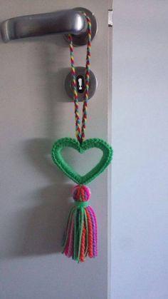 Resultado de imagen para Amigurumi Love Crochet, Knit Crochet, Crochet Hats, Crochet Keychain, Crochet Necklace, Yarn Crafts, Diy And Crafts, Crochet Stitches, Crochet Patterns