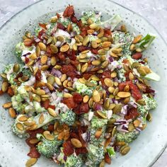 Traditionel broccolisalat med bacon - nem opskrift | Mummum.dk Easy Salad Recipes, Easy Salads, Asian Recipes, Healthy Recipes, Ethnic Recipes, Salad Menu, Salad Dishes, Sauerkraut, Feta