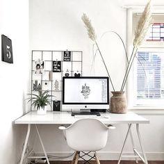 Oh happy day! ☀️ Werkkamer boven gisteren weer in ere hersteld. Blij met de rust die het uitstraalt. Fijne middag!