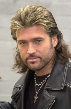 What is mullet haircut? The mullet hairstyle for the first time popular during the and So what is actually mullet? Ball Hairstyles, Vintage Hairstyles, 1980s Hairstyles, Halloween Hairstyles, Country Music Stars, Country Music Singers, Modern Mullet Haircut, Haircut Pictures, Billy Ray Cyrus
