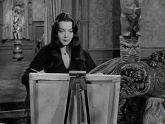 morticia addams carolyn jones gif - This is me, sometimes, when I paint! Morticia Addams, Gomez And Morticia, The Addams Family Cast, Original Addams Family, Adams Family, Dark Beauty, Gifs, Tv Movie, Movies