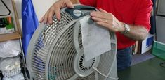 Have a room that needs freshening up? Here's how to deodorize with a portable fan! Cleaning Hacks, Organizing Tips, Cheap Perfume, Portable Fan, Clothes Dryer, How To Clean Metal, Heating And Cooling, Home Made Soap, Deodorant