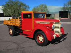 1942-DIAMOND-T-201-S-1-TON-STAKE-BED-TRUCK-