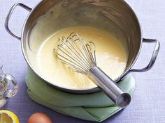 Wenig Zutaten, fix verrührt: Für schnelle Hollandaise musst du nicht extra einen Sud ansetzen oder Eier cremig schlagen. So geht's auch!