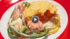 De Makkelijke Maaltijd | g.Snijd de bovenkant van de paprika's, verwijder de zaadlijsten en snijd de paprika's in ringen.Snijd de tomaten in plakken.Pluk en snijd de dille fijn.Roer...