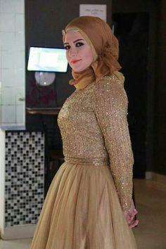 that design is WOW Beautiful Arab Women, Beautiful Hijab, Beautiful Outfits, Arab Fashion, Muslim Fashion, Modest Fashion, Islamic Fashion, Turban, Hijab Dress