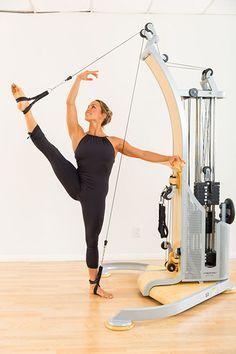 Elevación de piernas, sistema de expansión Gyrotonic, LA YOGA Revista, octubre 2015