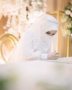 Muslimah Wedding Dress, Muslim Wedding Dresses, Muslim Brides, Muslim Couples, Dress Wedding, Niqab Fashion, Modern Hijab Fashion, Muslim Fashion, Hijabi Girl