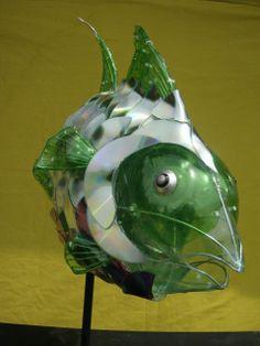 Arte En Vidrio y Plastico…Definitivamente una alternativa hermosa y ecologica :) | unvistazoalreciclaje