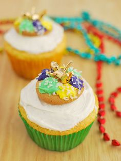 King Cake Cupcakes - these cute cupcakes are perfect for your Mardi Gras party! Brownie Recipes, Cupcake Recipes, Cupcake Cakes, Dessert Recipes, Diy Cupcake, Donut Recipes, Cupcake Ideas, Cake Cookies, Just Desserts