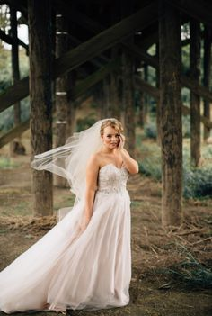 Enchanting Barn Wedding In Oregon | http://www.bridestory.com/blog/enchanting-barn-wedding-in-oregon