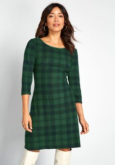 If there's one way to merge cuteness with coziness, it's by sporting this plaid knit dress! Intersecting green and black lines to make one adorable ModCloth namesake label piece, this mini dress always succeeds in making you the snugglie Cute Casual Dresses, Unique Dresses, Dresses For Work, Pretty Dresses, Sweater Dress Outfit, Knit Dress, Mod Dress, Dress Skirt, Tartan Clothing