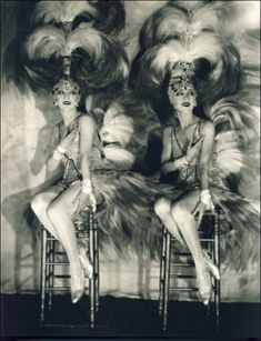 The DollySisters - The twins Roszika (Rosie) and Janszieka (Jenny) Deutsch were Vaudeville performers.