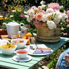 desayuno en el jardin de mama