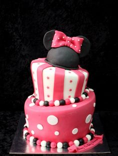 Without the Minnie mouse ears on top on tho. Bolo Da Minnie Mouse, Minnie Mouse Cake, Minnie Birthday, Birthday Cake Girls, Disneyland Birthday, Birthday Ideas, Beautiful Cakes, Amazing Cakes, Cake Decorating Courses