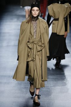 Catwalk photos and all the looks from Tome Autumn/Winter Ready-To-Wear New York Fashion Week La Fashion Week, Fall Fashion 2016, Daily Fashion, Fashion Show, Autumn Fashion, Womens Fashion, Milan, New York, Color Khaki